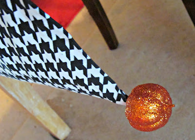 No Sew Halloween Table Runner with Glitter Pumpkins
