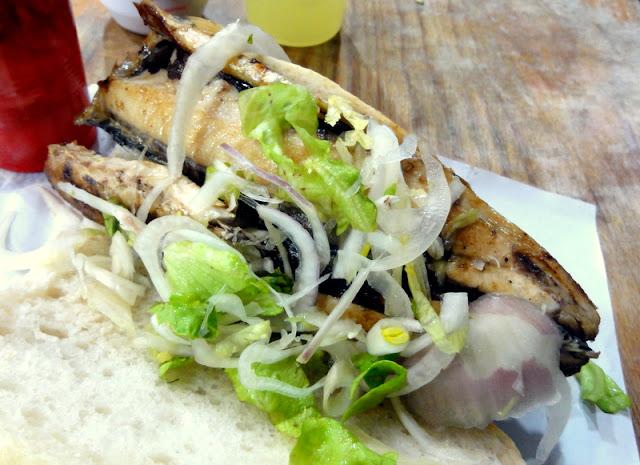 Turkish fast food in istanbul fish sandwich balik ekmek for Fast food fish sandwich