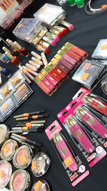 Sale table in Paradise Beauty Supply www.modenmakeup.com