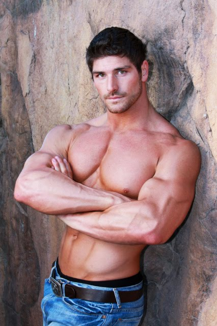 Labels: armpits, hottie, hunk, muscular, photos
