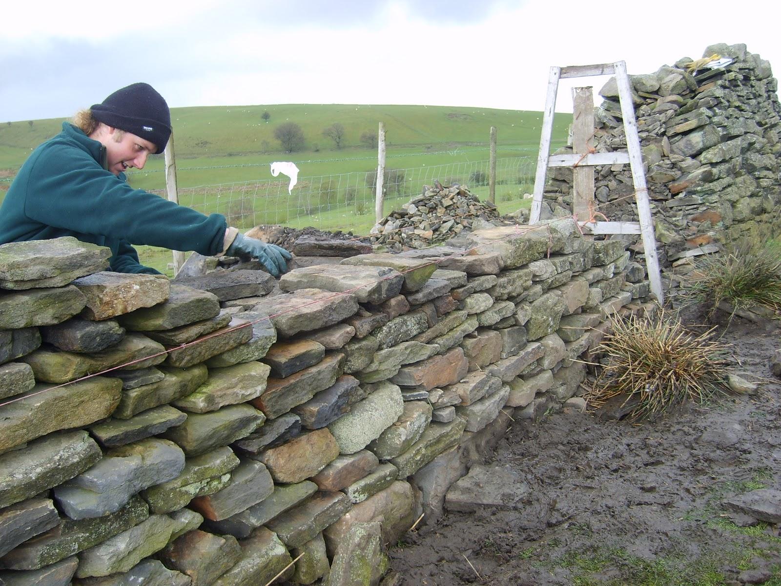 http://2.bp.blogspot.com/-0pASZzKwn74/TuThGPcVqyI/AAAAAAAAAMU/OEf5uhJnoMI/s1600/Dry_Stone_wall_building.JPG