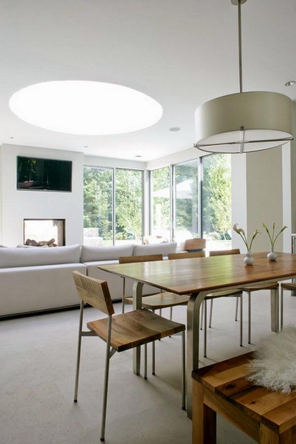 Furniture ruang makan berbahan kayu