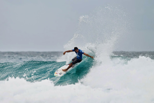 36 Quiksilver Pro Gold Coast 2015 Adriano de Souza Foto WSL Kelly Cestari