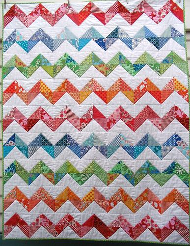 Hello Zig Zag Quilt Pattern : Red Pepper Quilts: Zig Zag Quilt