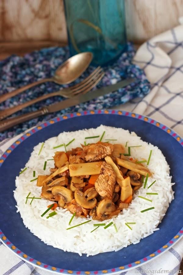 Arroz basmati con pollo, champiñones y bambú a la miel