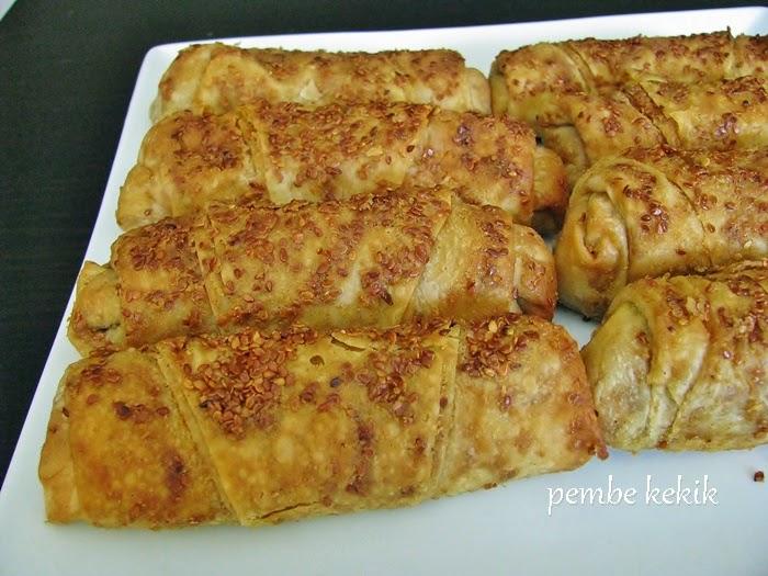 Haşhaşlı mercimekli börek