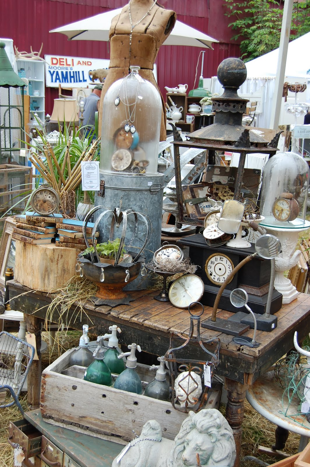 Maison douce barn house country marketplace for Decor vendors