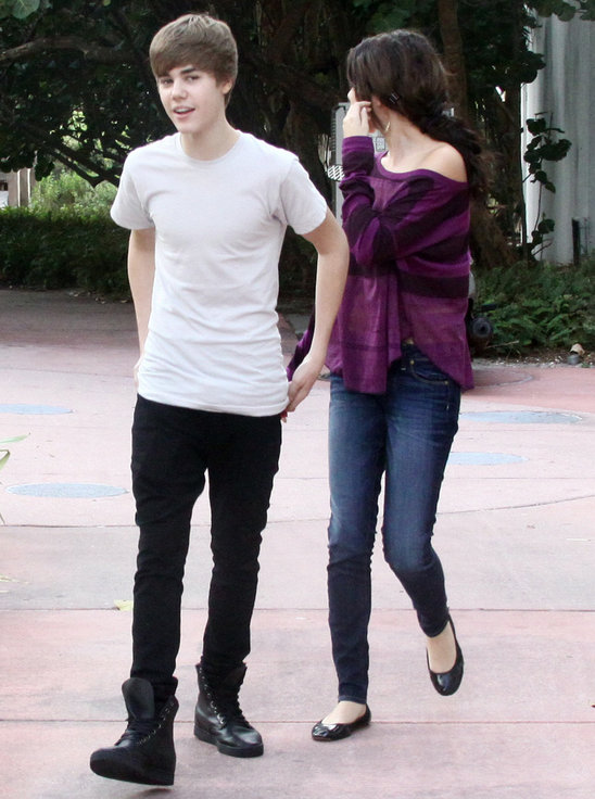 is selena gomez and justin bieber dating. hair justin bieber and selena