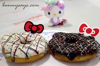 Hello Kitty donuts (black & white)