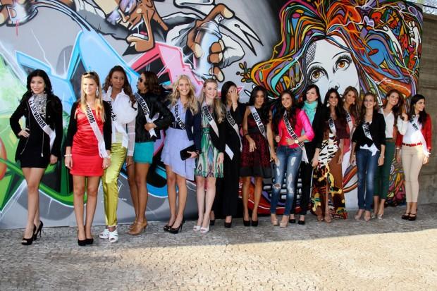 Miss Universe 2011 - Contestants  - Museum Tour-11