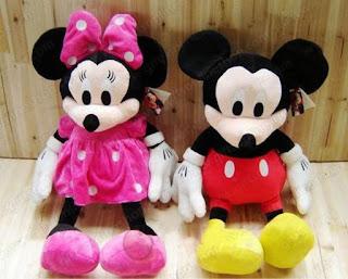 Gambar boneka Mickey dan Minnie Mouse berpasangan 9