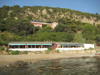 The Sun Rock Hostel on the cliff above Pelekas Beach.