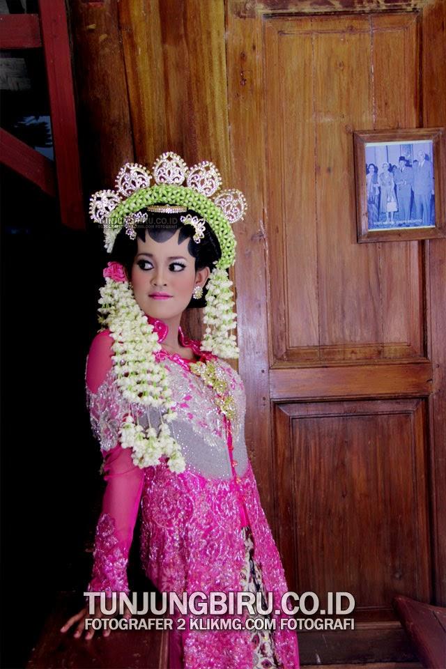 Anggunnya Rias Pengantin Solo Putri Karya TUNJUNGBIRU.CO.ID Rias Pengantin Nusantara [ Rias Pengantin Purwokerto ] | Foto oleh Fotografer 2 KLIKMG.COM Fotografi Purwokerto
