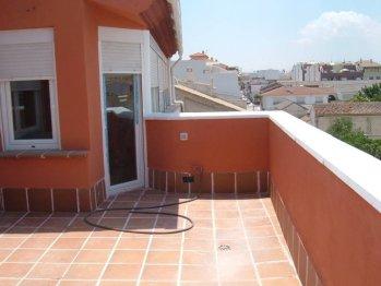 Pintura y madera el color del mes junio teja - Pintura para terrazas ...