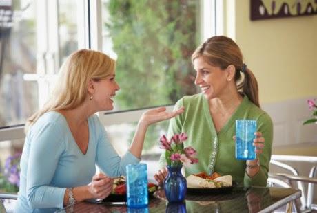 Penuhi Kebutuhan Asupan Cairan Selama Berpuasa dengan Cara Memilih Asupan Makanan yang mengandung banyak cairan dan menghitung kebutuhan cairan berdasarkan berat badan dan kalori yang digunakan.