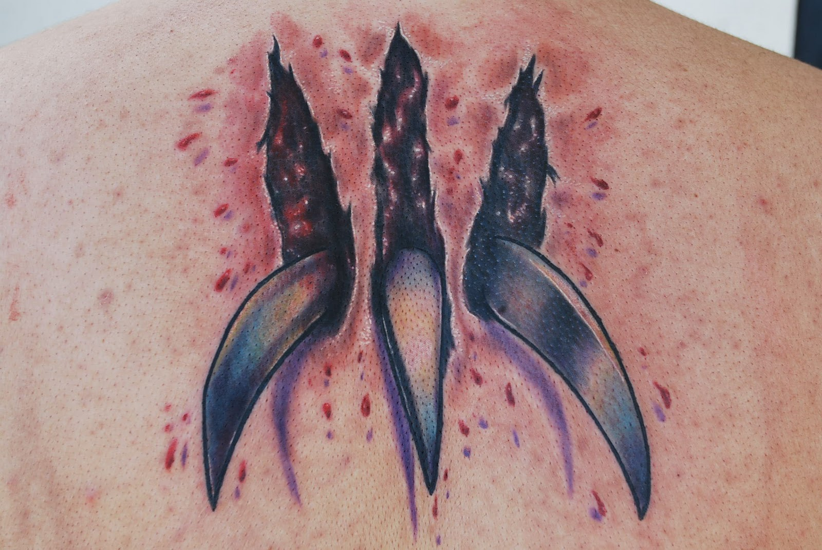 http://2.bp.blogspot.com/-0rI0bAdr6Fg/Tr1-V6AJXlI/AAAAAAAAALo/o667GXbp4i0/s1600/Realistic+Wolverine+Skin+Tear+Tattoo.jpg