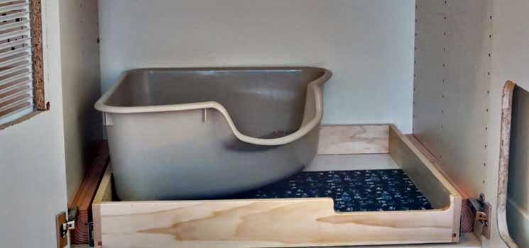 Bekas pasir di bawah kabinet dapur