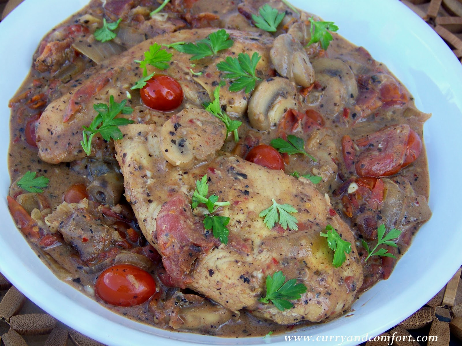 Kitchen Simmer: Tuscan Chicken with Tomatoes and Mushrooms