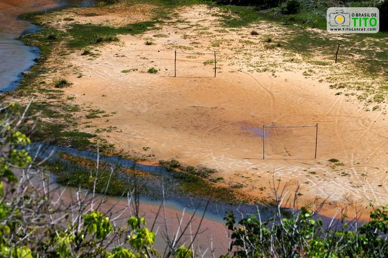 Campo de futebol ao lado do riacho da Lagoa Redonda, na Reserva Biológica de Santa Isabel, em Pirambu, Litoral Norte de Sergipe