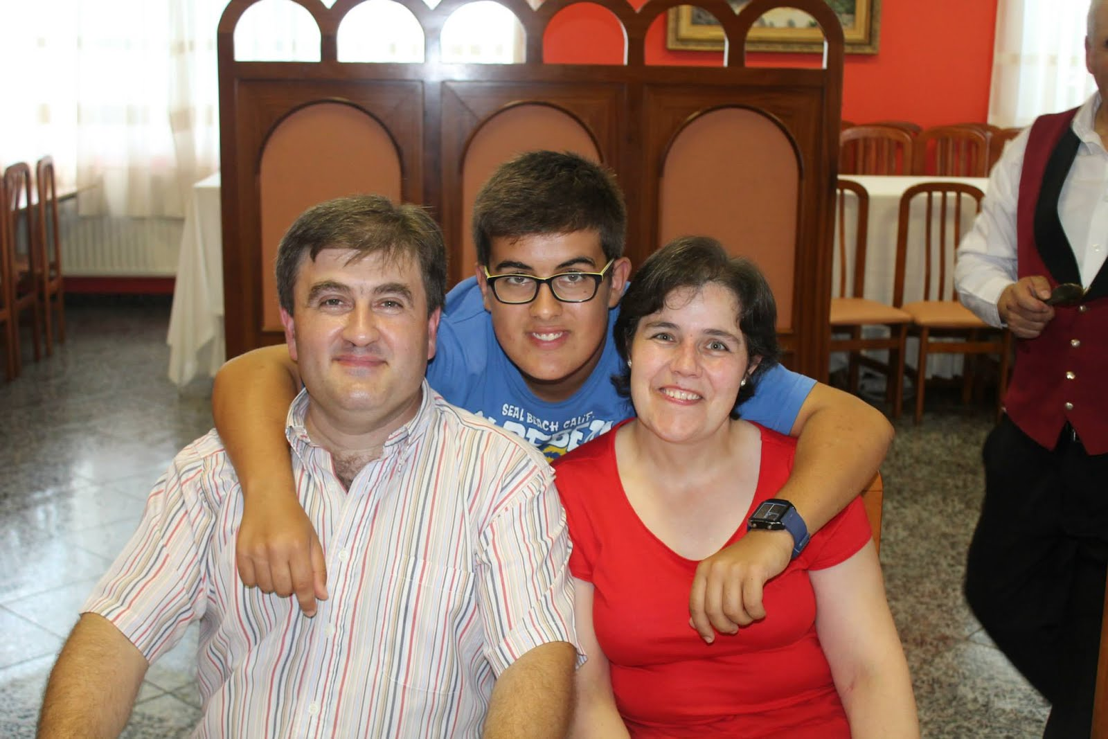 Jesús Señaris Calviño con su esposa e hijo.