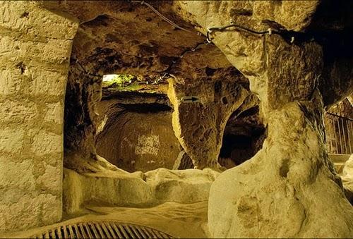 06-Derinkuyu-Anatolia-Turkey-Secret-Underground-Cities-Architecture-www-designstack-co