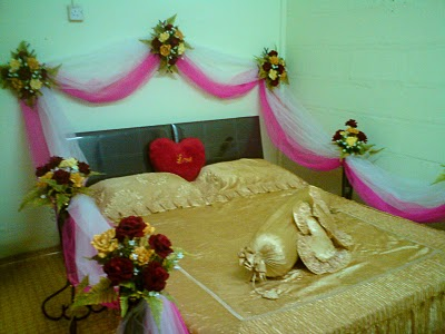 This decoration looks awesome. The bed is given beautiful hut shape by ...