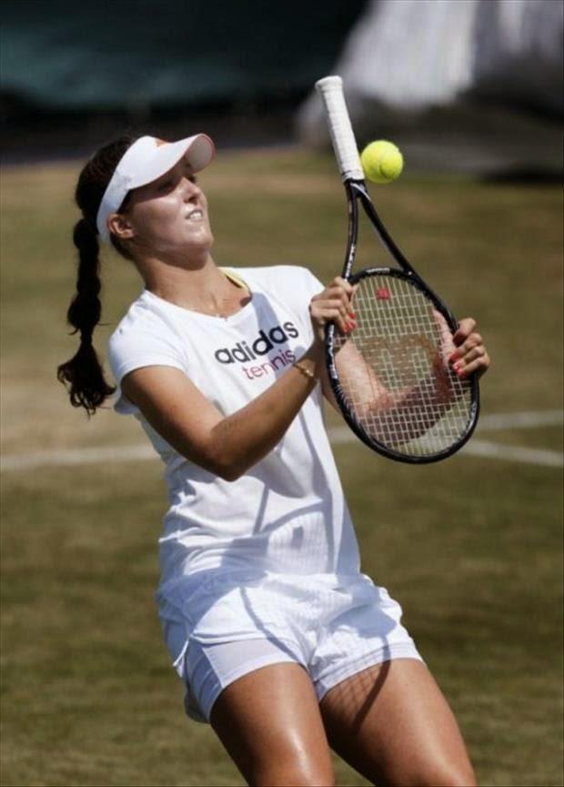 grappige foto: je doet het verkeerd tennis mislukt