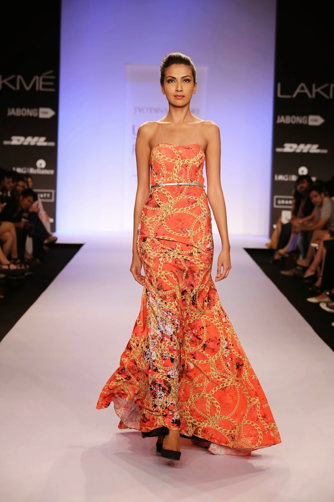 Jyotsna opened the show with a printed line of gowns teamed with lacy backs, will-power, halter silhouettes and kaftans with one shoulder interest. For the ethnic dresser, the saris in beige or black had printed pleats, borders and blouses.