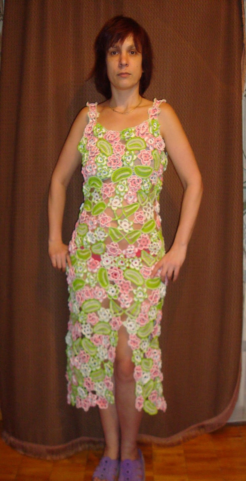 Платьем начинается со спинки платье