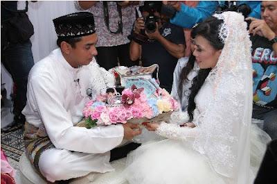 Gambar Majlis Perkahwinan Resepsi Azad Jasmin dan Eira Syazira