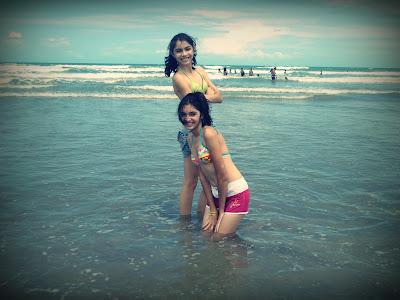 Jaqueline e Ana Maria em Praia de Luís Correia