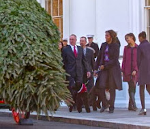 FLOTUS Receives WH XMAS Tree