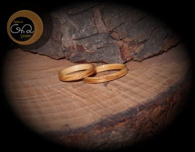 http://anellilegno.wix.com/anelli