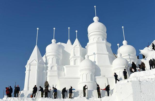 معرض أعمال النحت على الثلوج