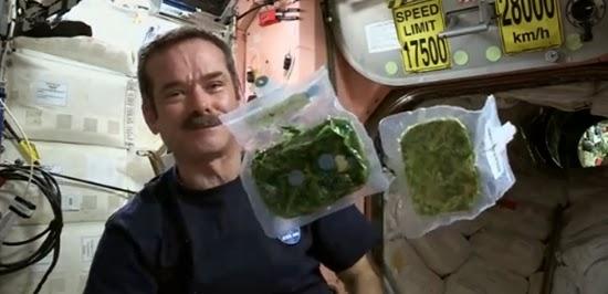 Cara Astronot Memasak dan Makan di Luar Angkasa