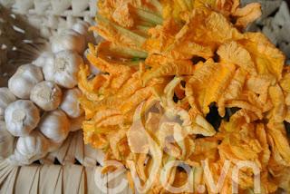 Ngon cơm với hoa bí xào tỏi