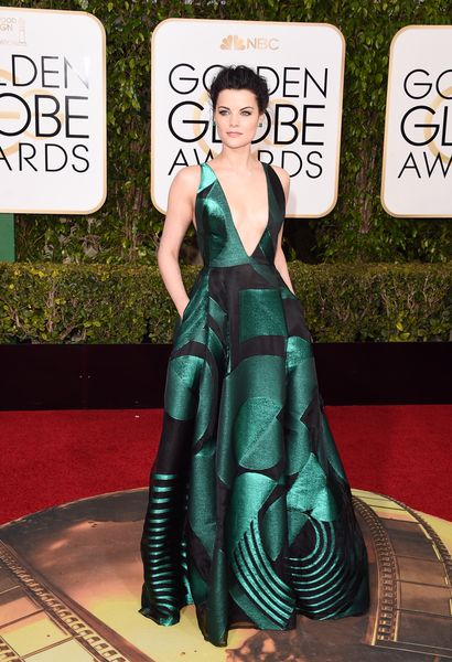 Jaimie Alexander stuns in a geometric gown at the Golden Globes 2016