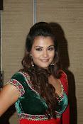 Naziya hussain latest glamorous photos-thumbnail-9