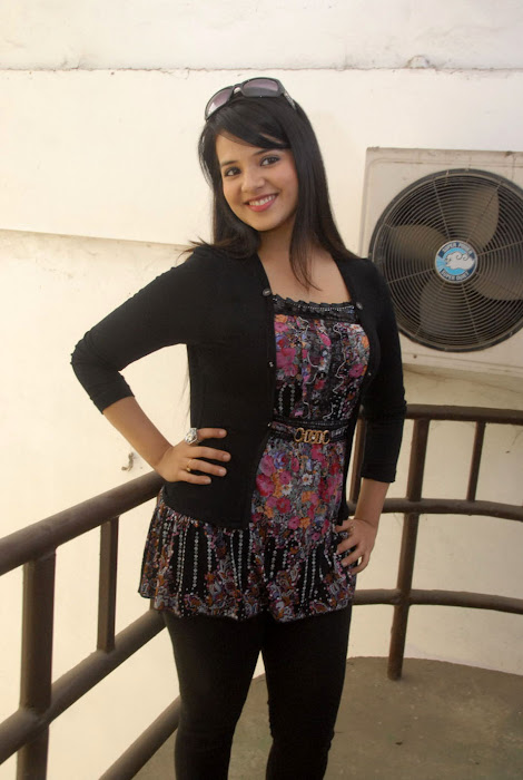 saloni new , saloni actress pics