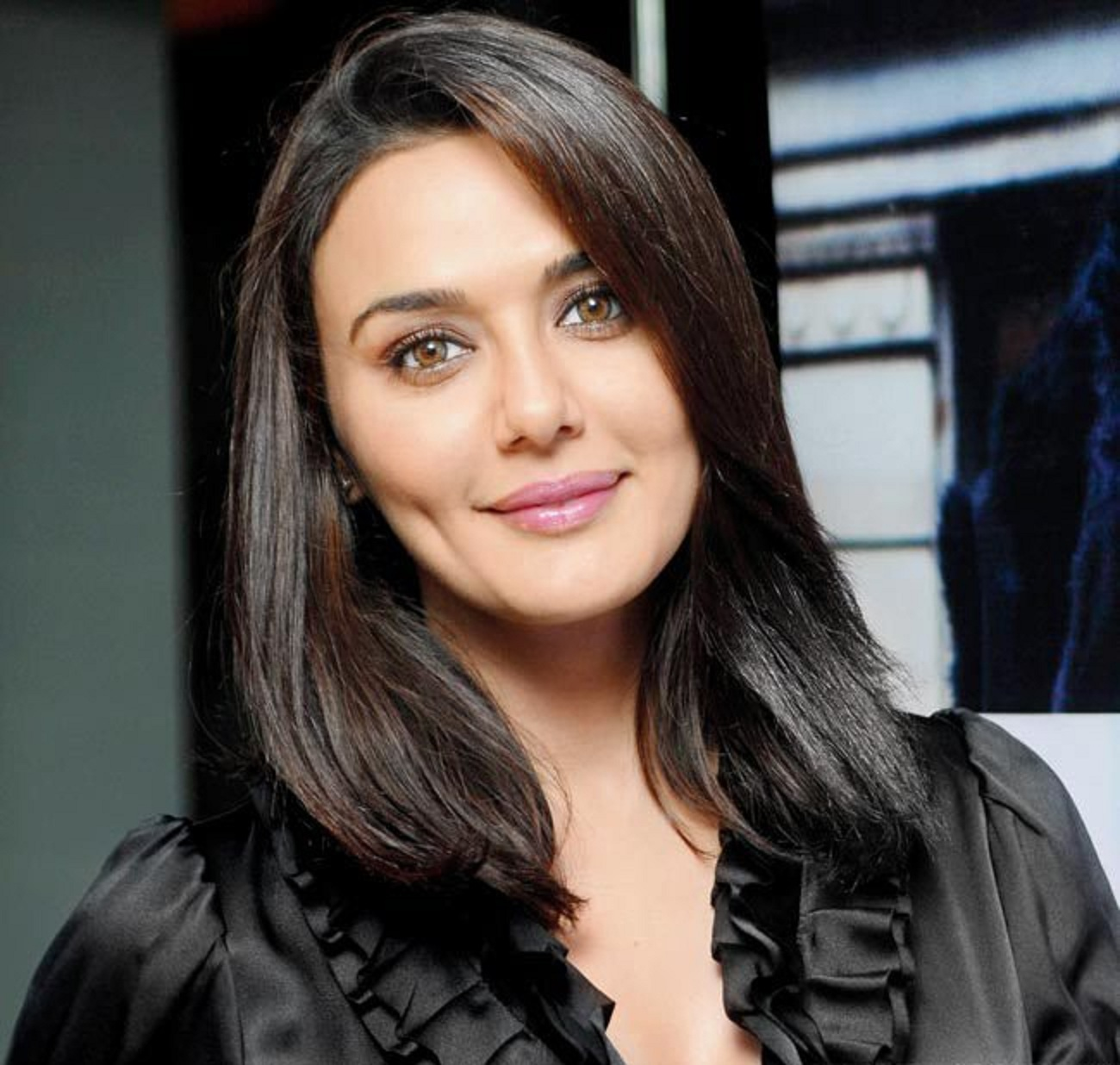 Latest Photo Preity Zinta Image Wallpaper Beautiful