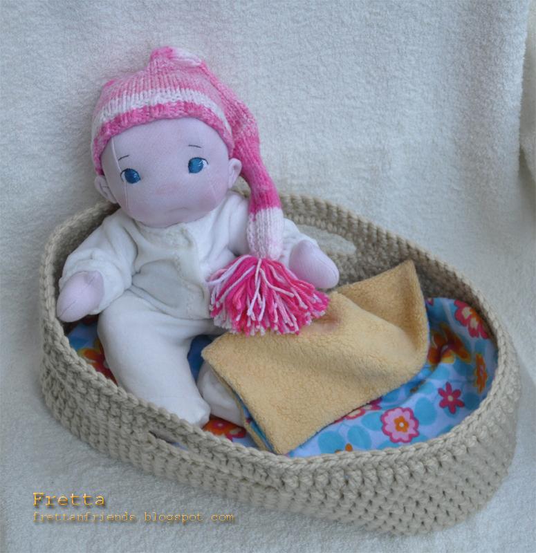 Knitting Pattern For Doll Carrier : Fretta: Play Set: Vintage Inspired 12