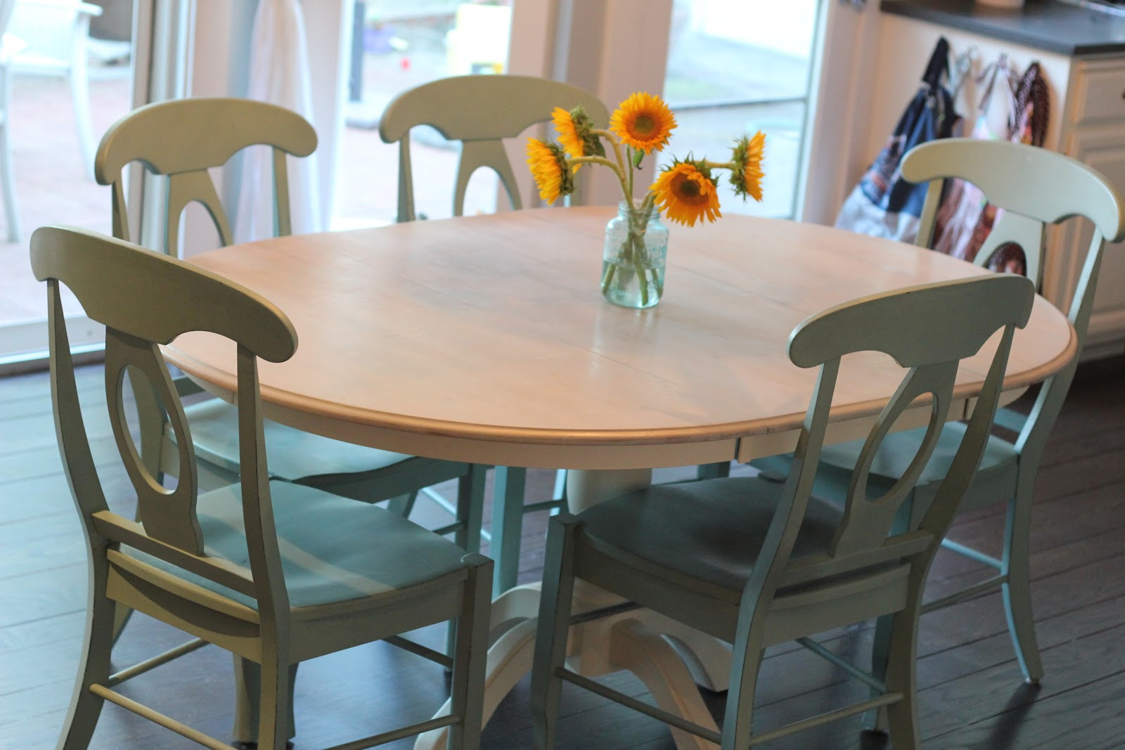 My greenbrae cottage dining table refinish with annie sloan - Refinishing a kitchen table ...