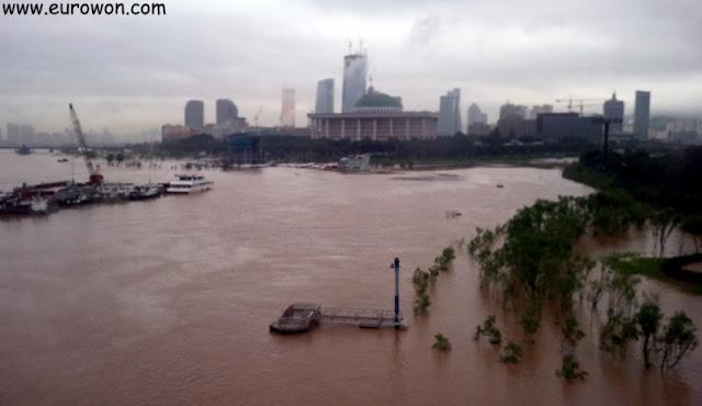 Crecida del río Hangang que inundó parques de Seúl