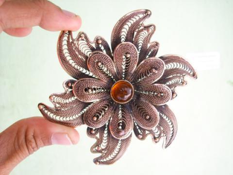 Yang paling sering dicari adalah pernak pernik souvenir silver ...