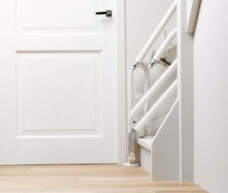 Stairlift hinge