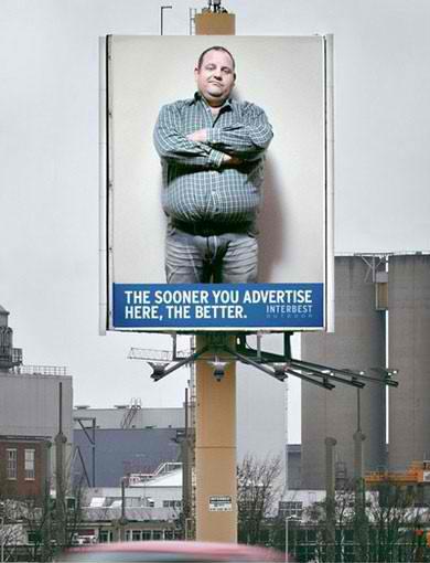 (Gambar) Lelaki Buka Baju Dalam Papan Iklan. Perghhh!!!