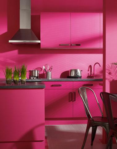 Con qu color combina el rosa dentro de una habitaci n casas decoracion - Cocinas rosa fucsia ...