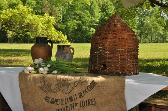 Eye for design decorating with bees it 39 s very french - Wicker beehive basket ...