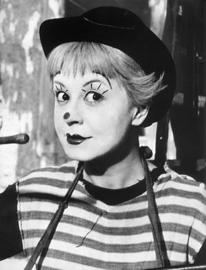 Imagen de la actriz Giulietta Masina en la película de Fellini: La strada (1954)
