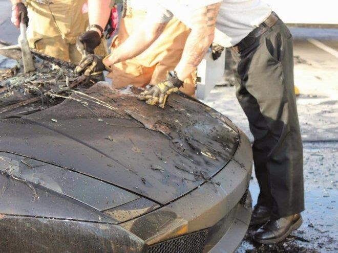 Lamborghini سيارة لامبورغيني جالاردو تحترق بالكامل